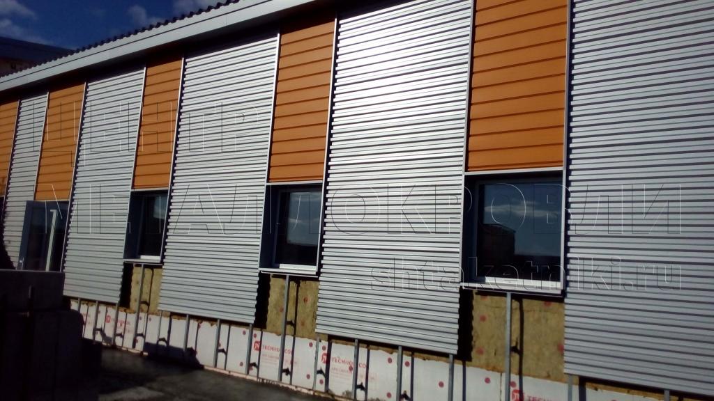 Фасад из металлосайдинга Евро-Брус и профнастила С-21
