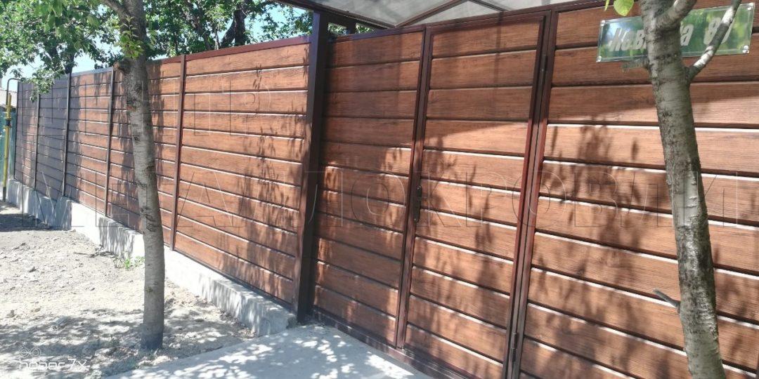 Забор из металлосайдинга Евро Брус Каштан в Севастополе